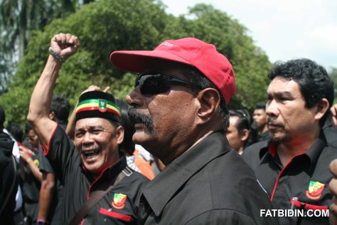 Members of PVTN and Pekida shouting slogans opposing free sex