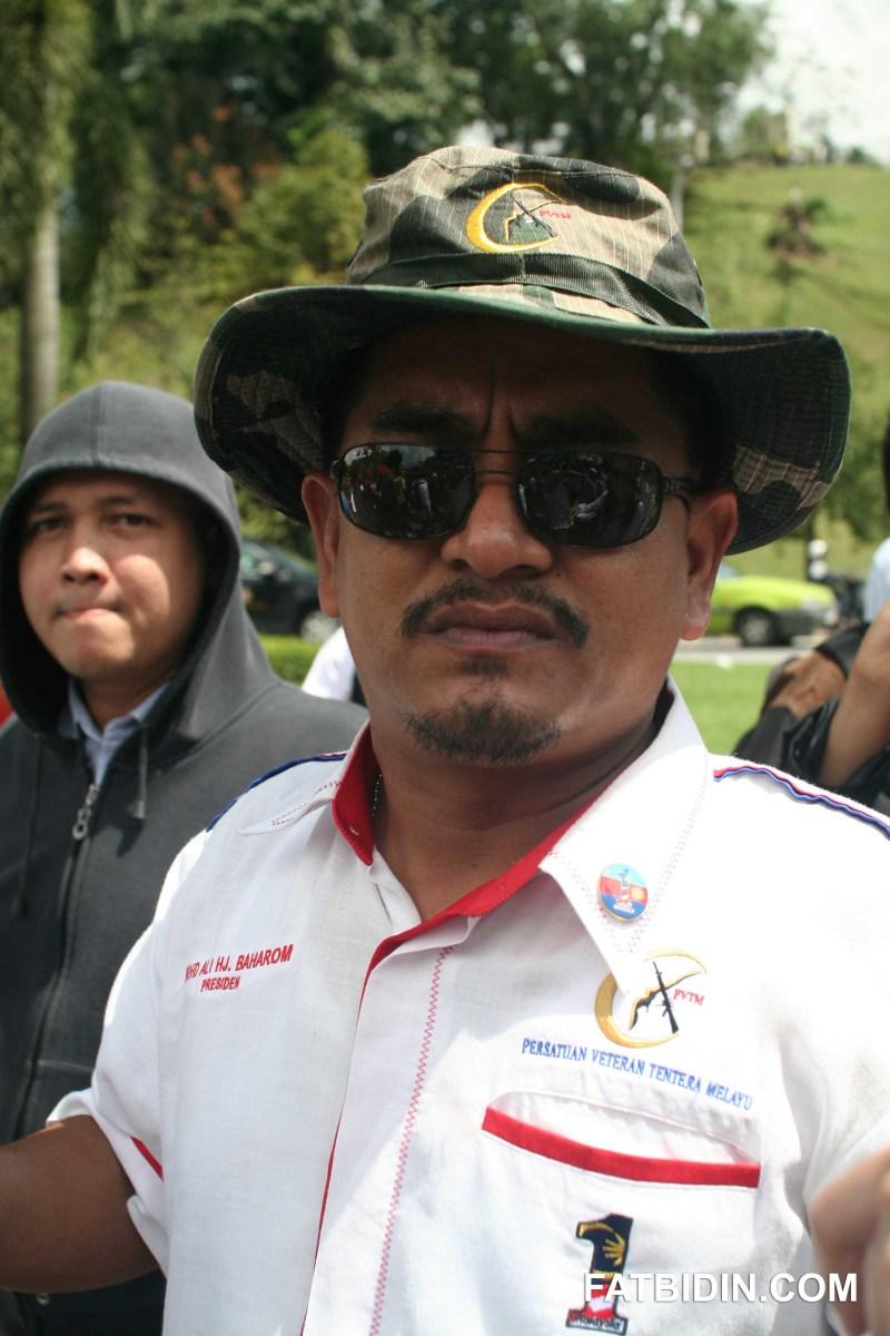 Ali Baharom, PVTN, shouted slogans opposing free sex.