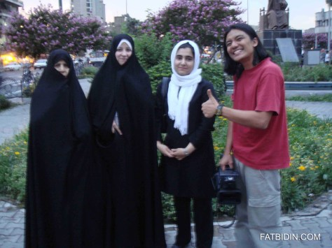 Zan flirting in Tehran, Iran.