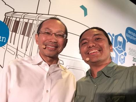 Zan Azlee (right) with Minister Datuk Seri Abdul Wahid Omar.