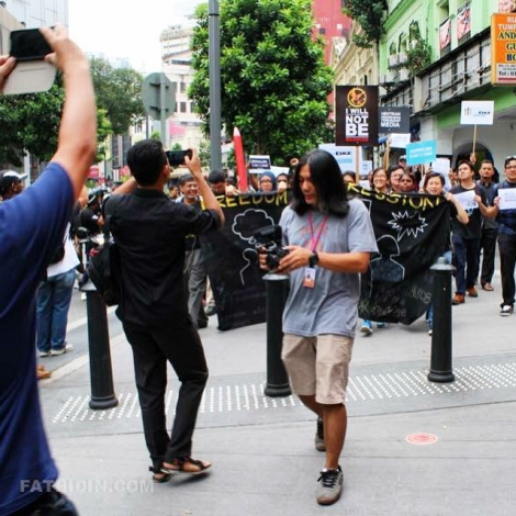 Here is a picture of me doing my thing at the rally. (Pic by Nazrul Tahir)