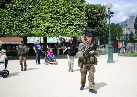 French mlitary patrolling the street of Paris. (Photo by Zan Azlee)