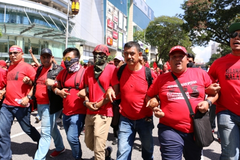 red-shirts-marching-down-jalan-tuanku-abdul-rahman-2